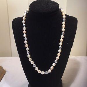 Elegant!  Three tone faux pearl necklace.